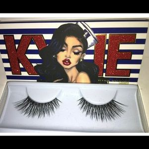 Kylie Jenner Fake Eye Lashes